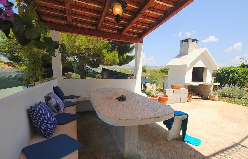 Villa Calma relaxation at secluded bay Makarac - Image 1 - Cove Makarac (Milna) - rentals