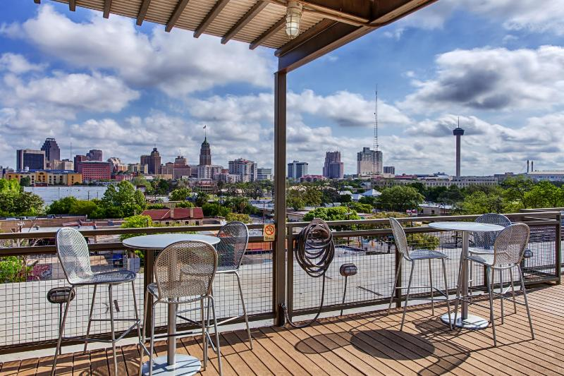 Skyline Viewing Deck - Sleek Furnished Executive Loft Overlooks Pool - San Antonio - rentals
