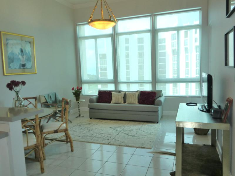 Living Room view - Deluxe Bay view Penthouse 12 - Miami Beach - rentals