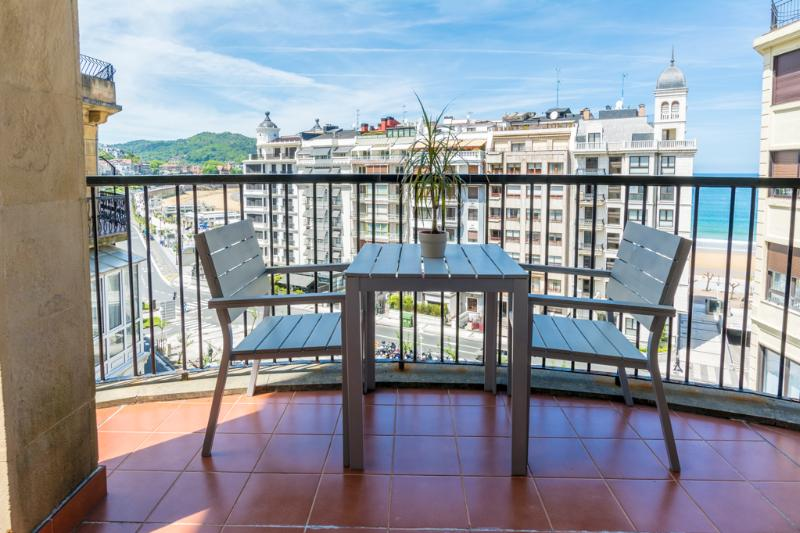 Bright Modern Terraced with Beach View WIFI - Image 1 - San Sebastian - Donostia - rentals