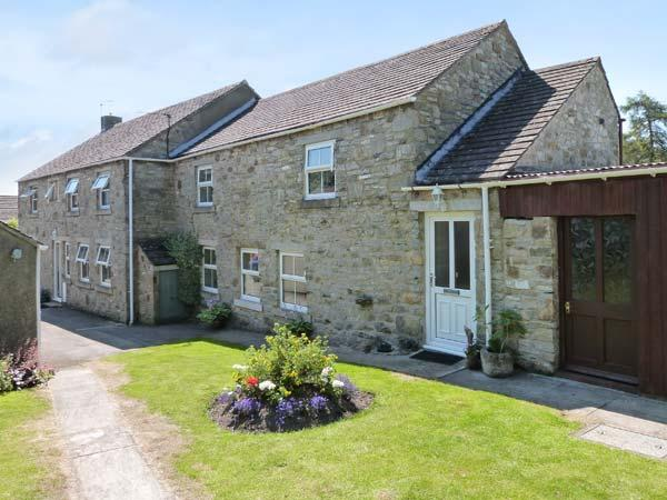 SCOTT COTTAGE, pet friendly, character holiday cottage, with a garden in Bellerby Near Leyburn, Ref 446 - Image 1 - Bellerby - rentals