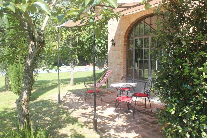 Private Patio with Pool Beyond - Villa Ferranino Townhouses-Fra Angelico - San Giovanni d'Asso - rentals