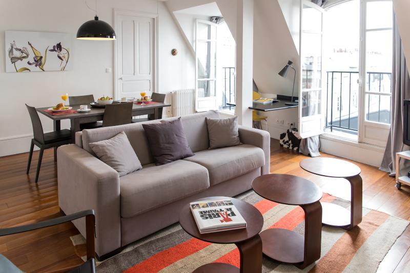 Marais View - Graceful rue de Temple 1 bedroom apartment - Image 1 - Paris - rentals