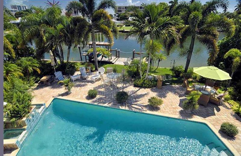 Sea Le Vie - Sea La Vie!   A perfect location -a walk from Saint Armand's Circle & Lido Beach - Sarasota - rentals