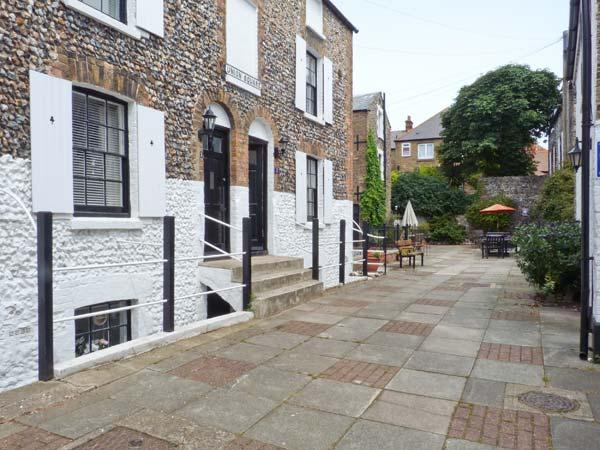 ALBERT VILLAS, WiFi, close to beach and harbour, in Broadstairs, Ref 905330 - Image 1 - Broadstairs - rentals