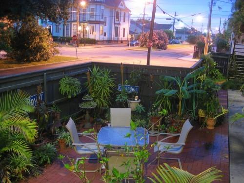Courtyard - Uptown Garden District Vacation Condo Rental - New Orleans - rentals