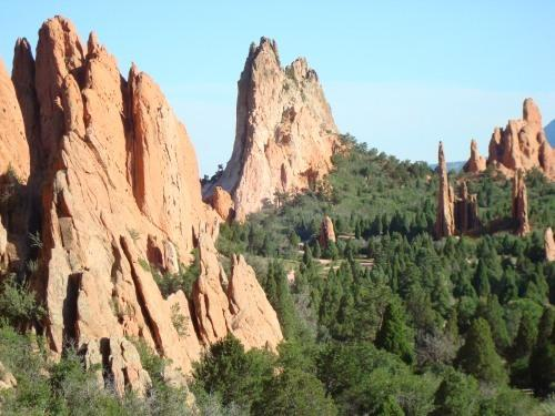 UNIQUE 300 FT TOWERING SANDSTONE ROCK FORMATIONS - GARDEN OF THE GODS 1 MI AWAY - PIKES PEAK COTTAGE BY GARDEN OF THE GODS - Colorado Springs - rentals