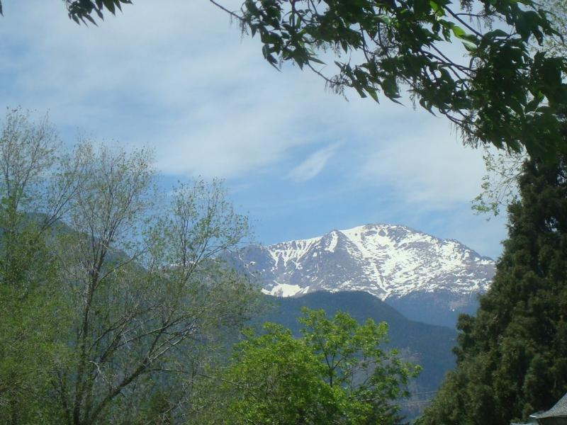 GREAT MOUNTAIN VIEW FROM THE FRONT PORCH AND LIVING ROOM - PIKES PEAK COTTAGE BY GARDEN OF THE GODS - Colorado Springs - rentals