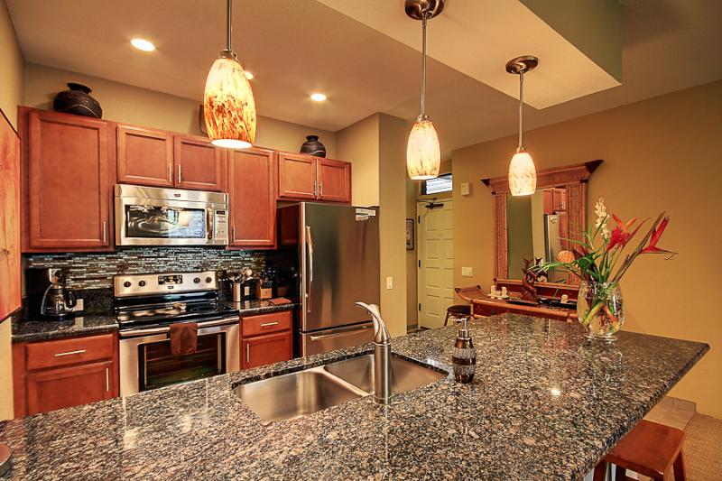 Upscale Kitchen with Quiet Close Cabinets, Granite, Stainless - Modern Stylish Condo, Designer Touches Throughout! - Wailea - rentals
