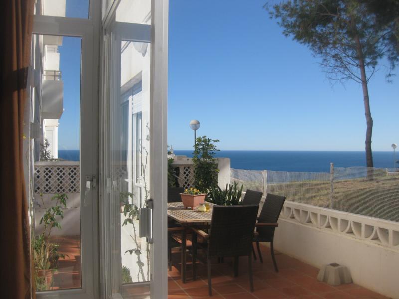 Vistas a la terraza desde el apartamento - GRAN ALACANT, SEA VIEWS, WIFI, HEATING & SPORT - Alicante - rentals