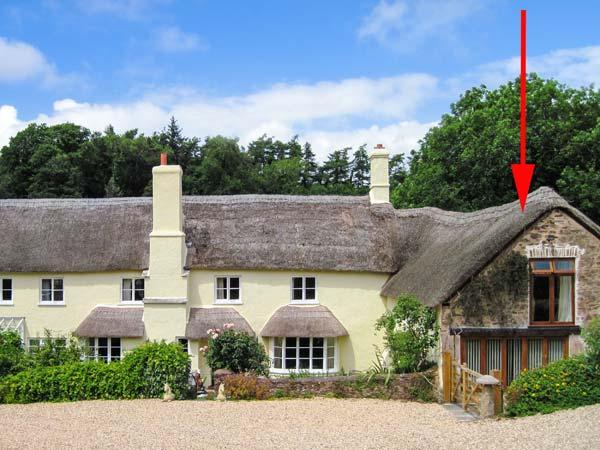 GROOM'S LODGE, character thatched cottage, super king-size bed, private courtyard, large grounds, in Roadwater, near Watchet, Ref 912557 - Image 1 - Roadwater - rentals