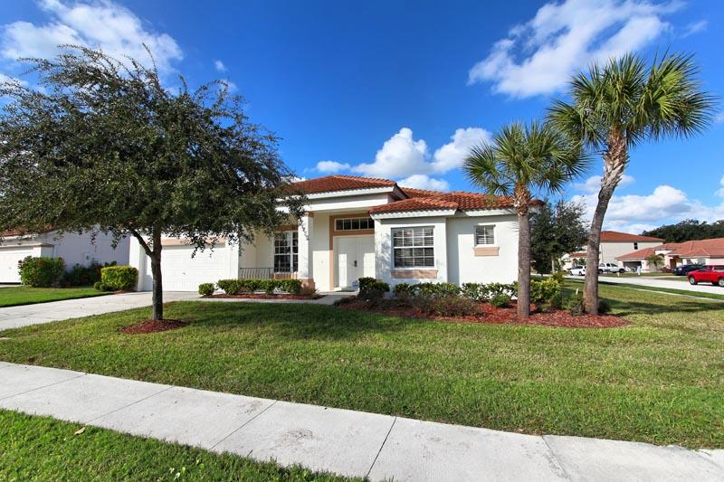 Med-styled 4 bedroom pool home - Creek View - Kissimmee - rentals