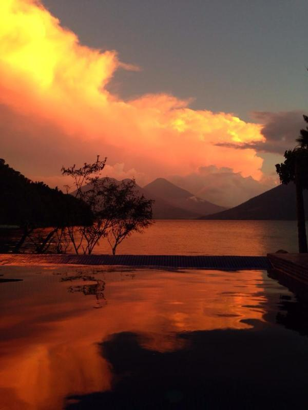 beautiful sunset from infinity pool - 3 Bedroom Lakefront Villa with Pool and Hot Tub - San Marcos La Laguna - rentals
