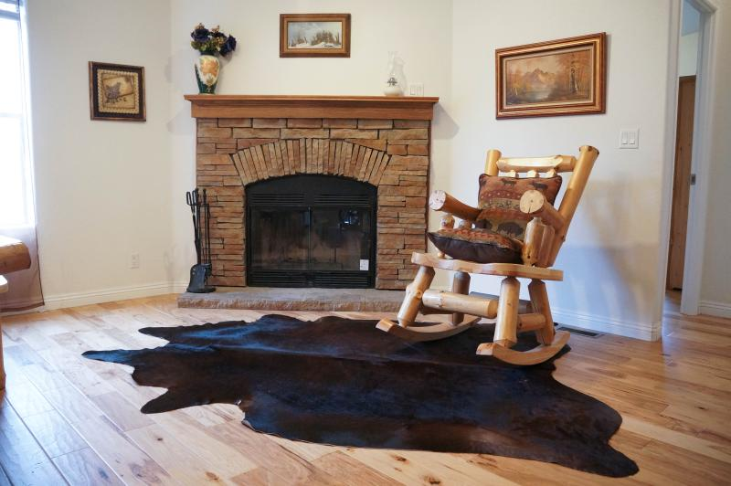 Welcome to Big Bear Paradise - LUXURY, Brand New Cabin, Walk to lake and Sledding - Big Bear City - rentals