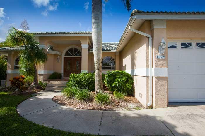 Exterior - Fieldstone Dr - FIELD1049 - Only 1/2 Mile to Beach! - Marco Island - rentals