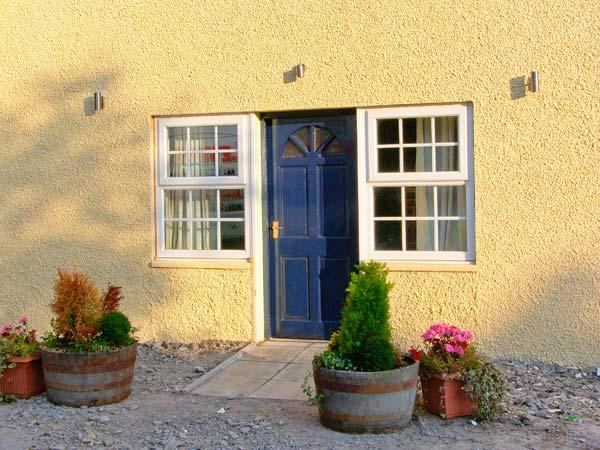 CARIAD COTTAGE, pet-friendly wheelchair-friendly cottage in countryside, woodburner, hot tub, Cilcennin, Aberaeron Ref 914947 - Image 1 - Aberaeron - rentals