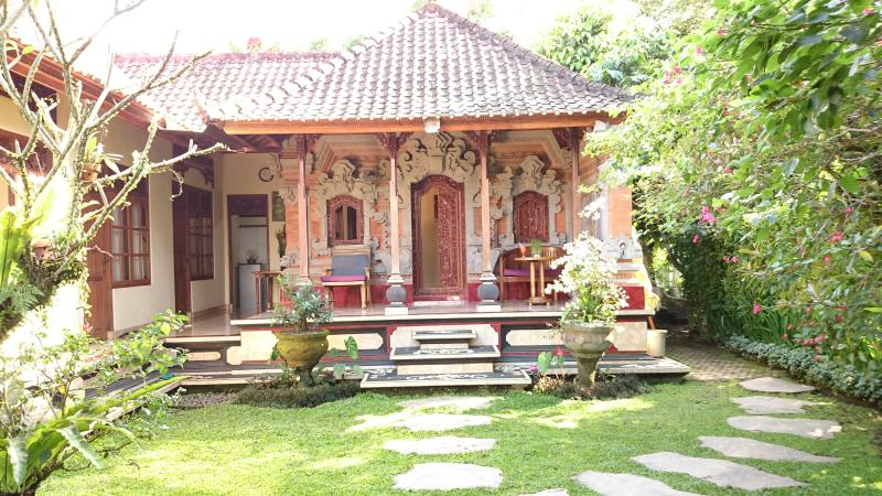 Charming Bali House, Rice Fields, Good Wifi, Walk to Yoga Retreat - Image 1 - Ubud - rentals