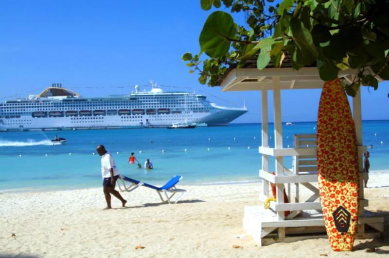 Ocho Rios Beach-front resort condo- 7th night free - Image 1 - Ocho Rios - rentals
