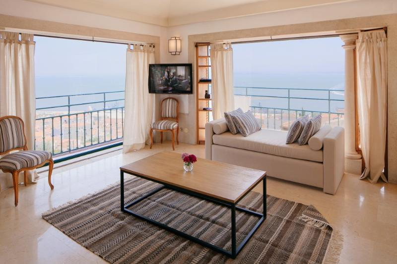 Apartment in Lisbon 261 - Castelo - managed by travelingtolisbon - Image 1 - Lisbon - rentals