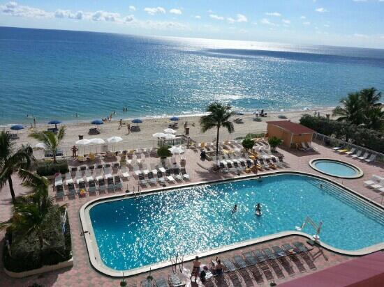Direct Oceanfront Studio, Modern Design & Balcony - Image 1 - Sunny Isles Beach - rentals