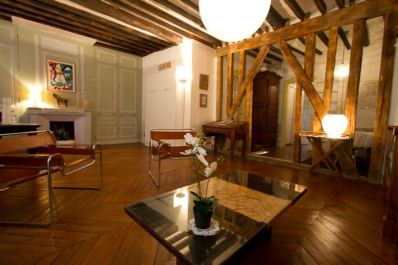 Places des Vosges 2 Bedroom Apartment in Paris - Image 1 - Paris - rentals
