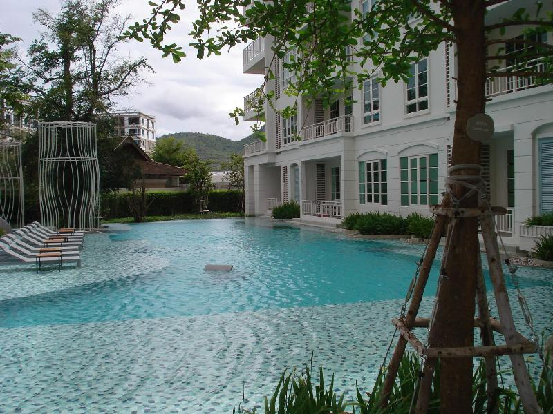 2 bedroom condo close to beach and not far from town - Image 1 - Hua Hin - rentals