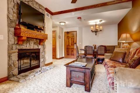 Spacious living room with fireplace, 48