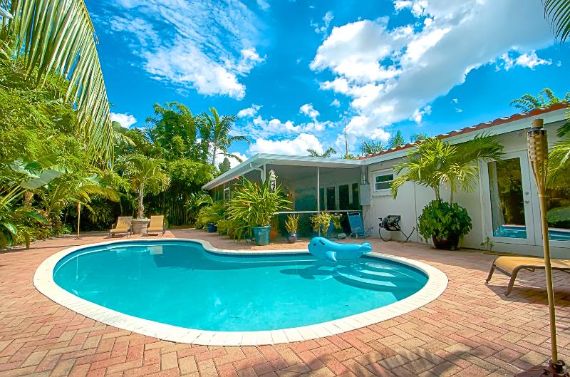 Zen Garden Oasis Salt/Heated Pool and Florida Room - Image 1 - Fort Lauderdale - rentals