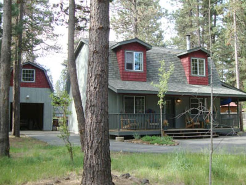 The Osprey Chalet - Near Mt. Bachelor, Lakes & Bend.  Hot Tub, Dog OK - Bend - rentals