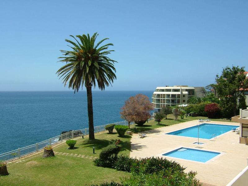 2 suits apartment, above sea, pool, wonderful view . - Image 1 - Funchal - rentals