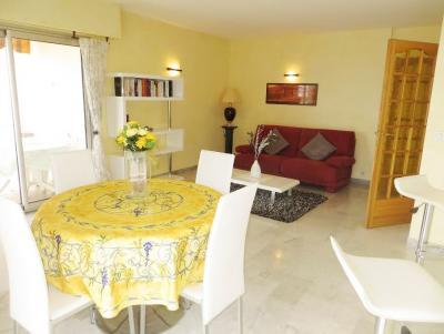 Marie Antoinette Delux 2 Bedroom with Sea View from Terrace - Image 1 - Cannes - rentals