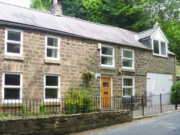 DAISY COTTAGE family-friendly, en-suite bathrooms, enclosed garden in Cromford Ref 18709 - Image 1 - Crich - rentals
