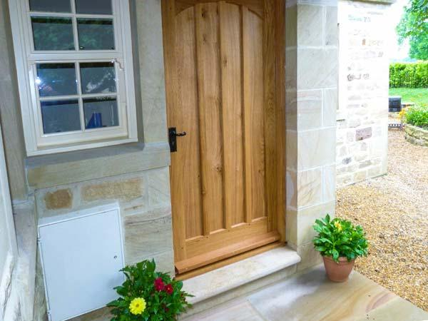 BEECH HOUSE, luxury cottage with en-suite, woodburner, WiFi, walks in the area, in Gargrave, Ref 28504 - Image 1 - Gargrave - rentals