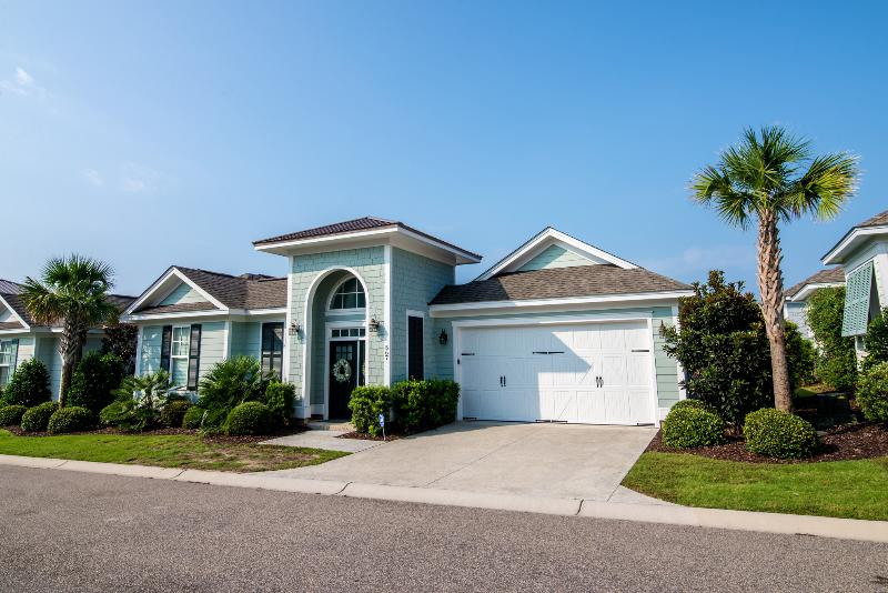 Modern cottage at North Beach Plantation- walk to the ocean and pools! - North Beach-walk to ocean and #1 swim-up bar in US - North Myrtle Beach - rentals