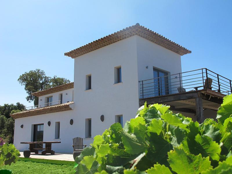Villa Yellow - Image 1 - Le Plan-de-la-Tour - rentals