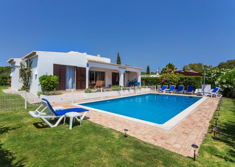 Private gated pool and BBQ area - WALK TO THE BEACH THROUGH THE RIA NATURE RESERVE - Quinta do Lago - rentals