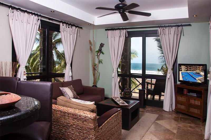 Main living area with flat screen TV - Bahia Encantada 3L 3rd Floor Ocean View - Jaco - rentals