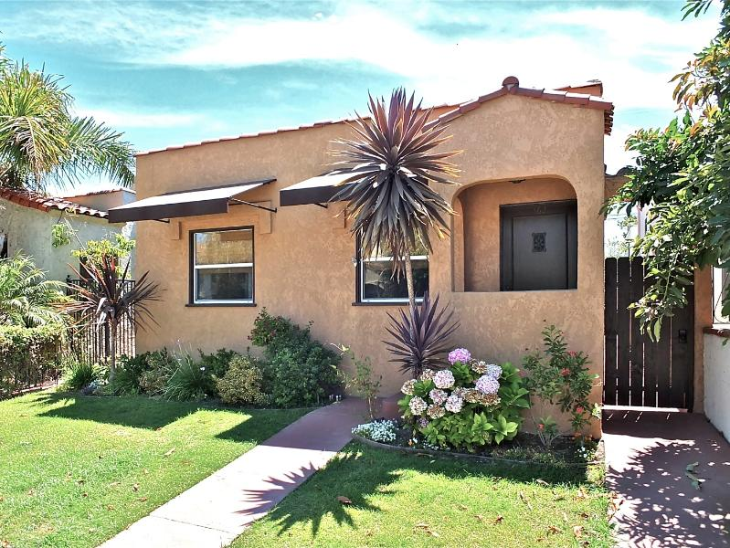 Front of House - Adorable Beach Bungalow - Long Beach - rentals