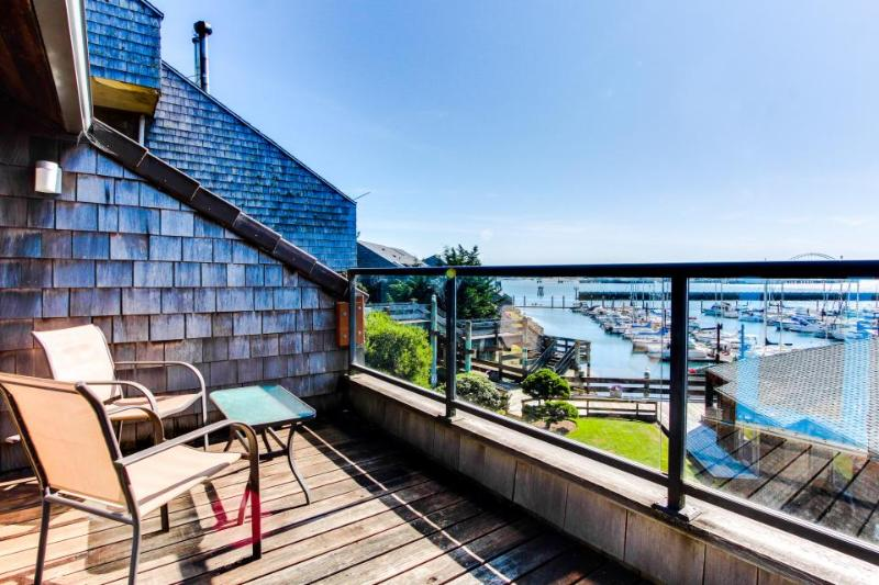 Luxury bayfront condo w/ gorgeous views, shared hot tub & pool - dogs ok! - Image 1 - Newport - rentals