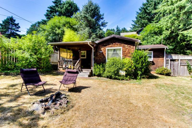 Charming, pet-friendly beach cottage 1 block from sand! - Image 1 - Cannon Beach - rentals