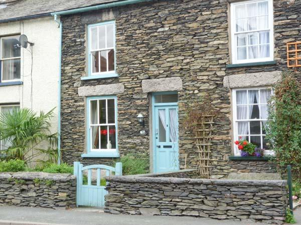 SPYRI COTTAGE, fabulous lakeland cottage, woodburner, en-suite, dog welcome, stunning scenery, in Windermere, Ref 914491 - Image 1 - Windermere - rentals
