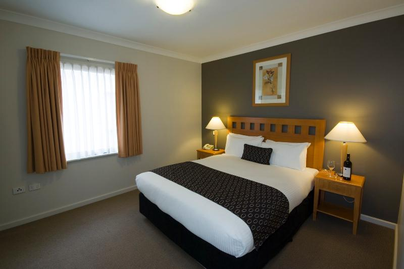 Self-contained 2B Apartment in Mounts Bay Village - Image 1 - Perth - rentals