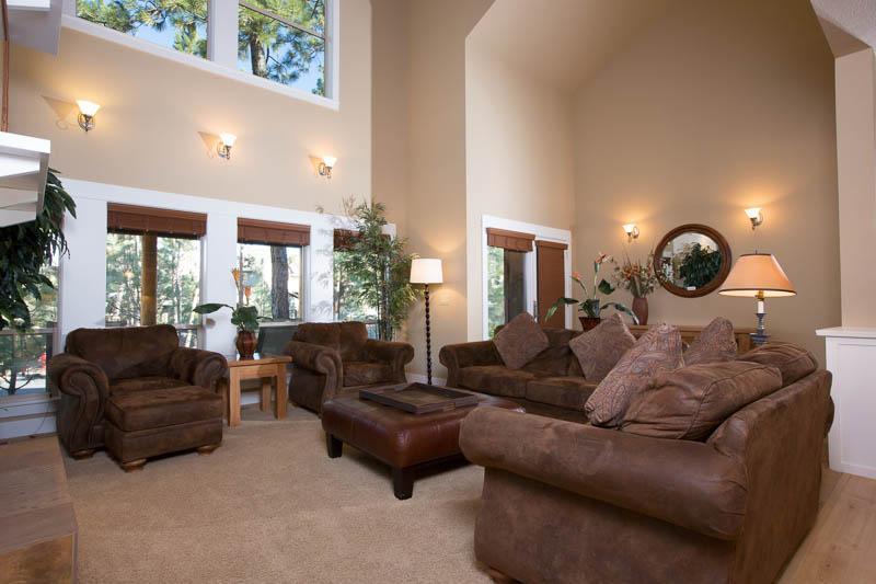 Spacious Living Room - Big Eddy - Bend - rentals