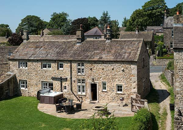 NORTON VIEW FARM, family friendly, luxury holiday cottage, with hot tub in Hetton, Ref 6741 - Image 1 - Hetton - rentals