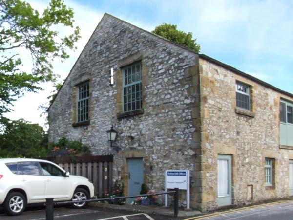 THE OLD SAWMILL, stylish accommodation, ideal base, Bakewell Ref 915648 - Image 1 - Bakewell - rentals