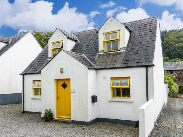 WOODLAWN, detached cottage, open fire, centre of coastal village, in Arthurstown, Ref 915722 - Image 1 - Arthurstown - rentals
