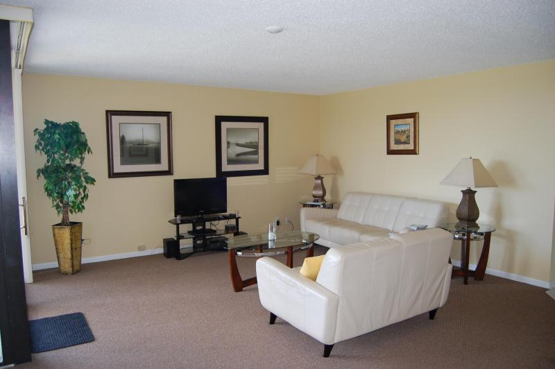 2 Bedroom 2 Bath Condominium 1 mile To Beach - Image 1 - Delray Beach - rentals