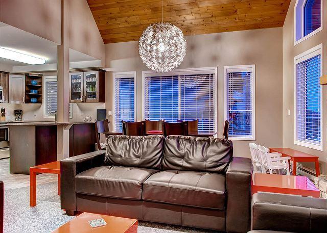 From Sofa To Kitchen - Big Sky Chalet Snow Pines Estates Sleeps 14 - Big White - rentals