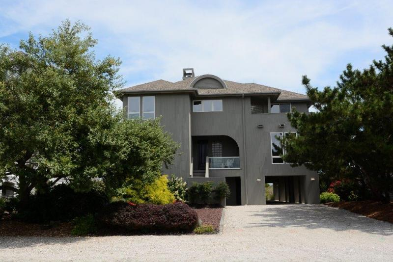 road front view - Luxurious 4 bedroom home with 2 master suites. Hot tub and private walkway to the beach! - Bethany Beach - rentals