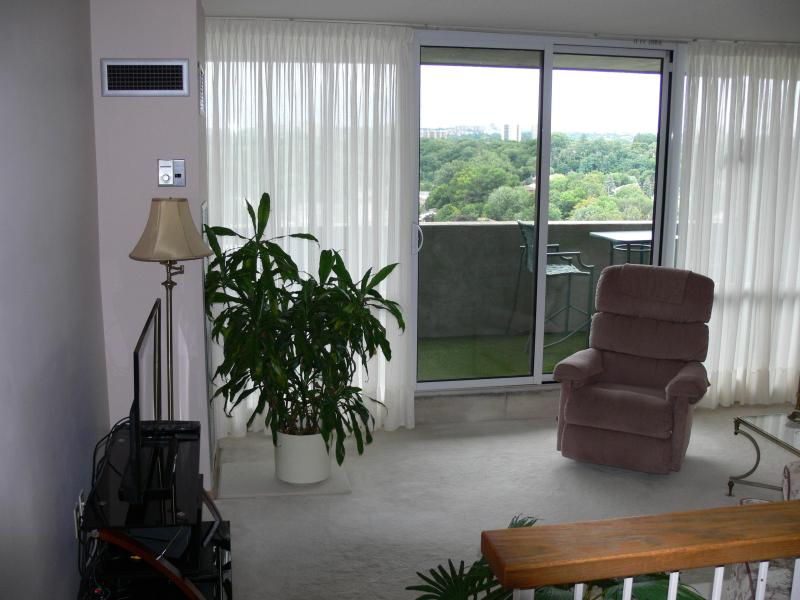 Sunken living room - Bright - Airy - Spacious - Friendly - Comfortable - Toronto - rentals